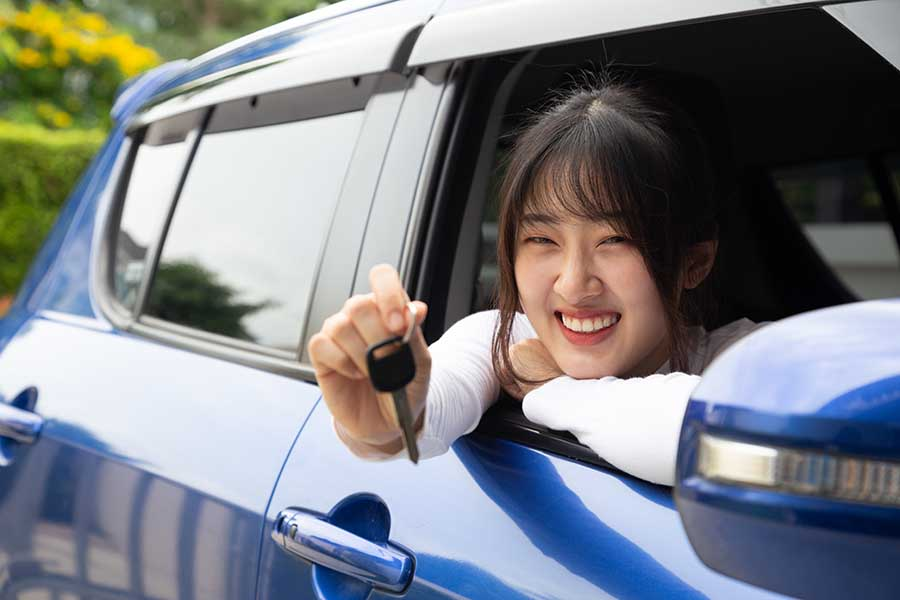 lady collecting from car rental service singapore