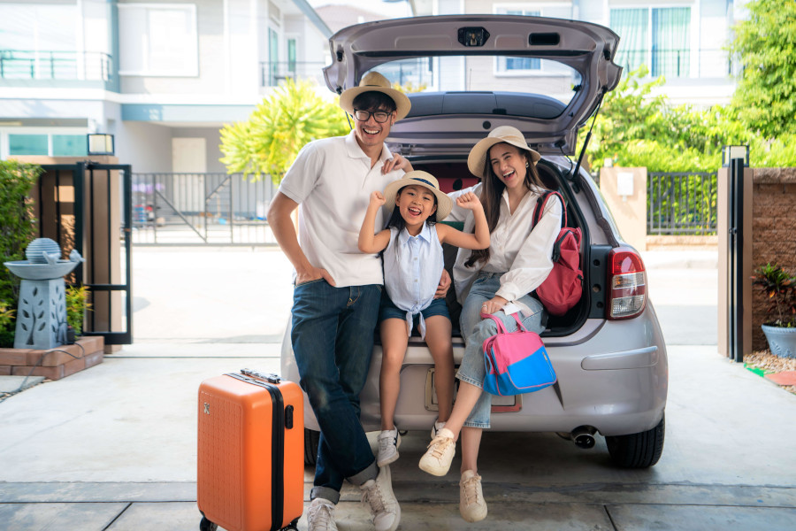 Family renting a car from car rental in Singapore